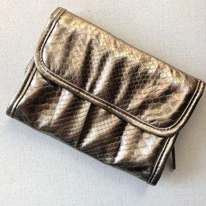 Handbags - 🆕 Gold Metallic Make up brush bag